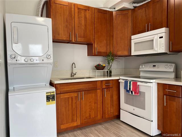 Photo of home for sale at 1096 Beretania Street S, Honolulu HI