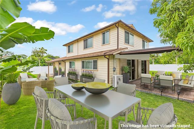 Photo of home for sale at 95-469 Hokuula Loop, Mililani HI