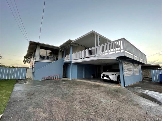Photo of home for sale at 1034 Maiha Circle, Pearl City HI