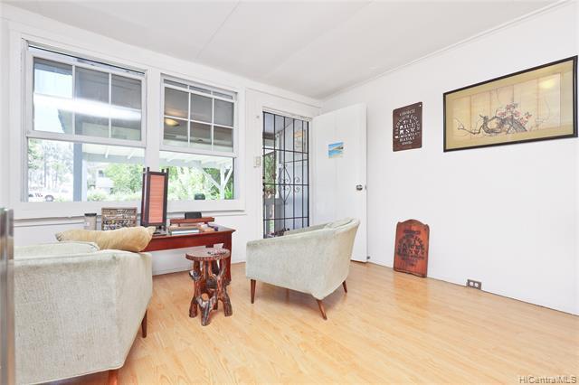 Photo of home for sale at 425 Kawailoa Road, Kailua HI