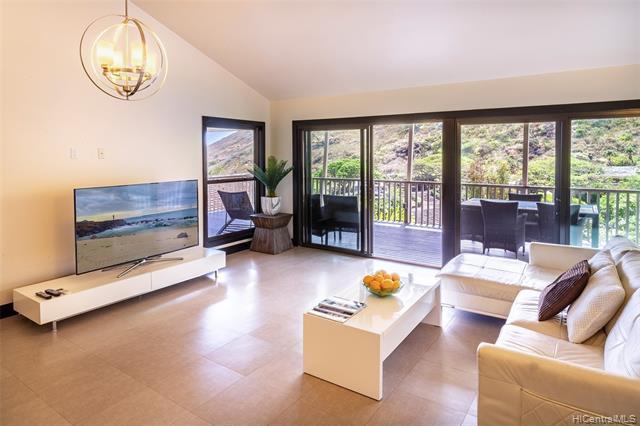Photo of home for sale at 1594 Kalaniuka Circle, Honolulu HI