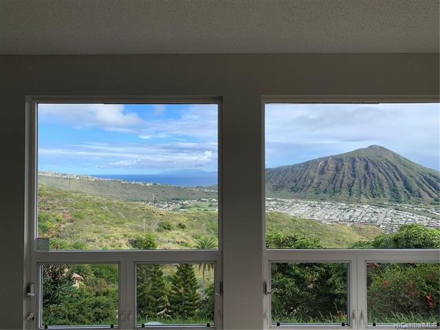 Photo of home for sale at 1039 Kaumoku Street, Honolulu HI
