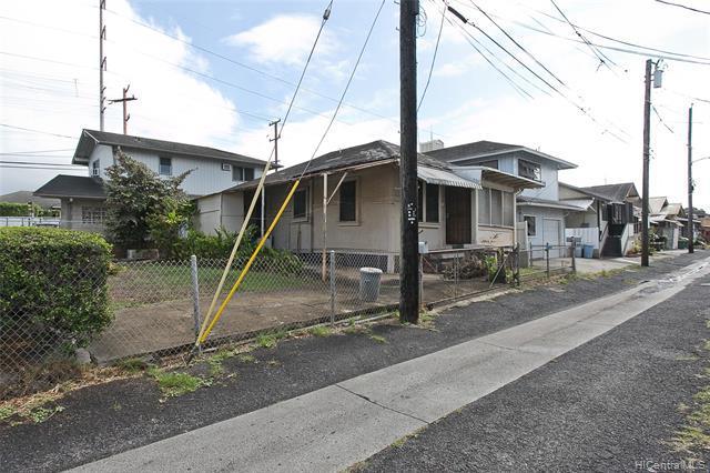 Photo of home for sale at 821-E Momolio Street, Honolulu HI