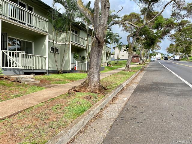 Photo of home for sale at 98-750 Kaonohi Street, Aiea HI