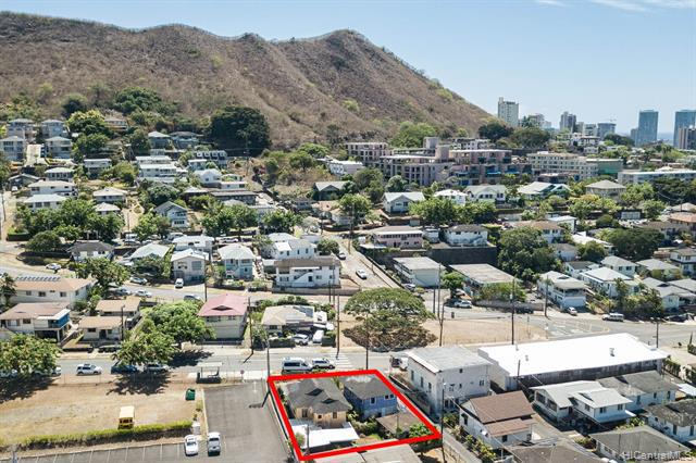 Photo of home for sale at 1716 Lusitana Street, Honolulu HI