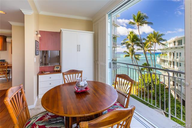 Photo of home for sale at 2969 Kalakaua Avenue, Honolulu HI