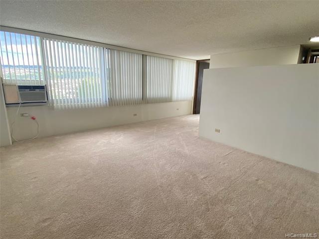 Photo of home for sale at 98-288 Kaonohi Street, Aiea HI