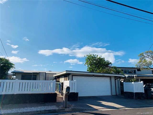 Photo of home for sale at 92-704 Aahualii Street, Kapolei HI