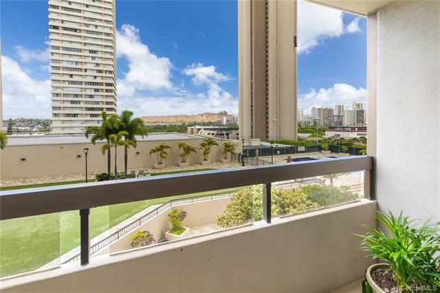 Photo of home for sale at 2499 Kapiolani Boulevard, Honolulu HI