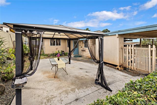 Photo of home for sale at 2212 Amokemoke Street, Pearl City HI