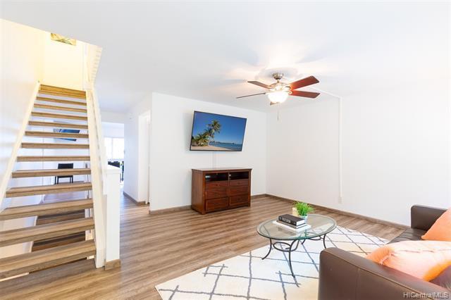 Photo of home for sale at 1122 Kumukumu Street, Honolulu HI