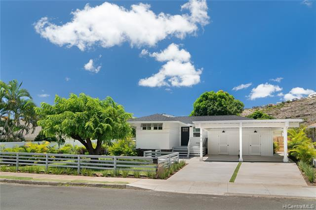 Photo of home for sale at 620 Hind Iuka Drive, Honolulu HI
