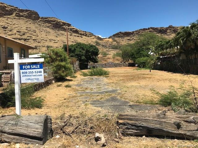 Photo of home for sale at 87-1474 Akowai Road, Waianae HI