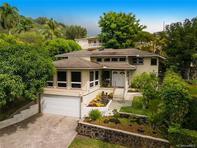 Photo of home for sale at 2634 Kuahine Drive, Honolulu HI