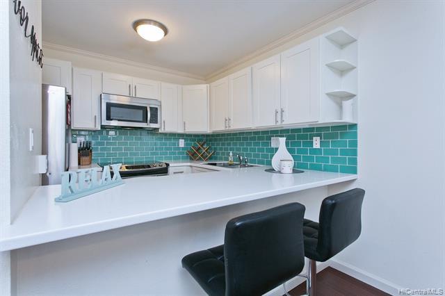 Photo of home for sale at 350 Aoloa Street, Kailua HI