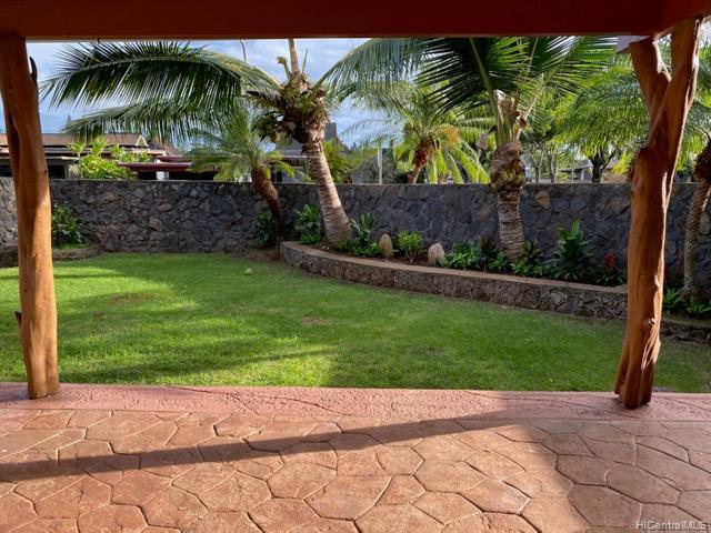 Photo of home for sale at 95-332 Ikaloa Street, Mililani HI
