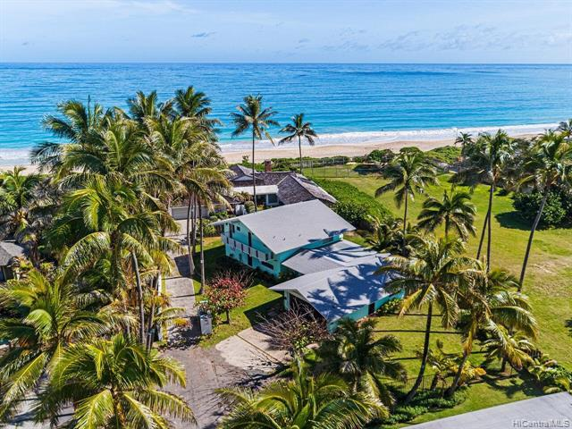 Photo of home for sale at 100 Kalaheo Avenue N, Kailua HI