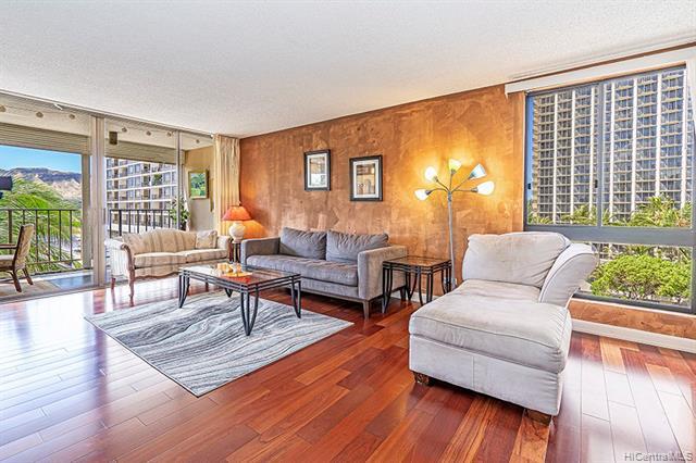 Photo of home for sale at 250 Ohua Avenue, Honolulu HI