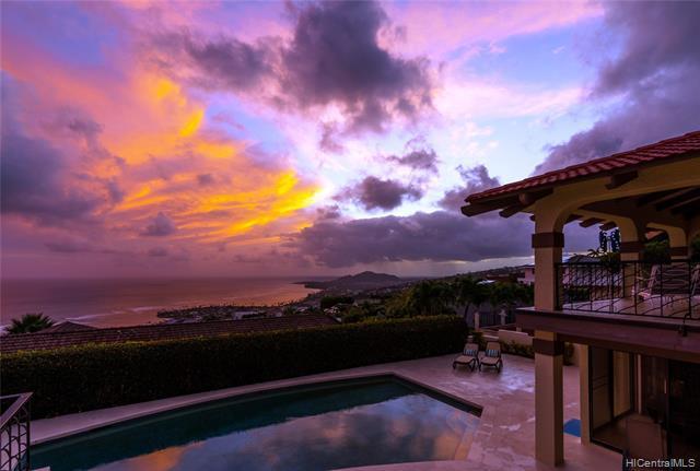 Photo of home for sale at 558 Puuikena Drive, Honolulu HI