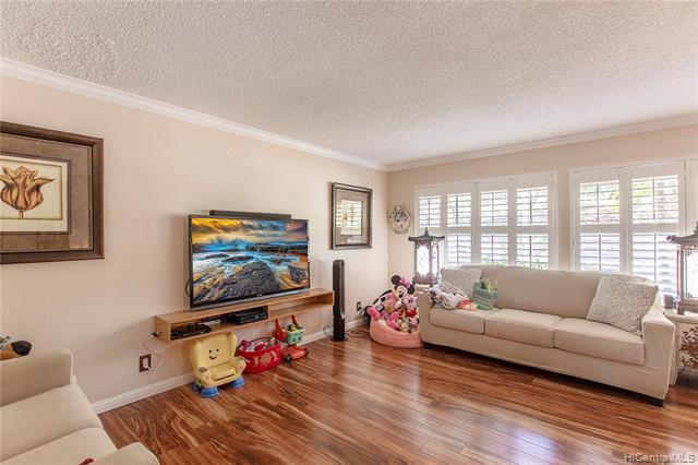Photo of home for sale at 98-1739 Kaahumanu Street, Aiea HI