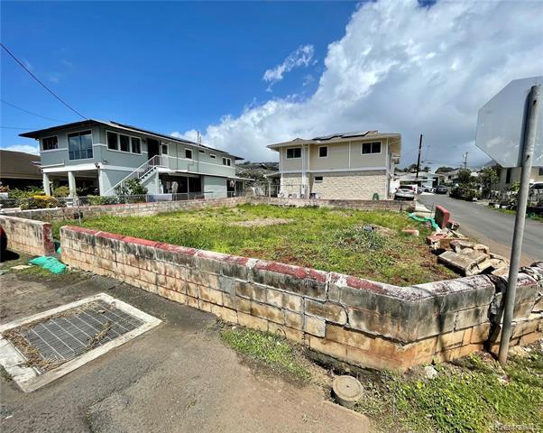 Photo of home for sale at 532 Kunawai Lane, Honolulu HI