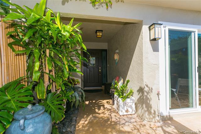 Photo of home for sale at 6210 Keokea Place, Honolulu HI