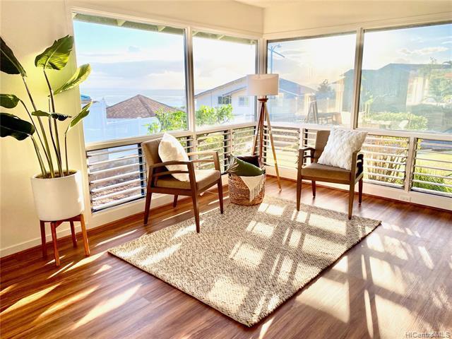 Photo of home for sale at 98-1158 Malualua Street, Aiea HI