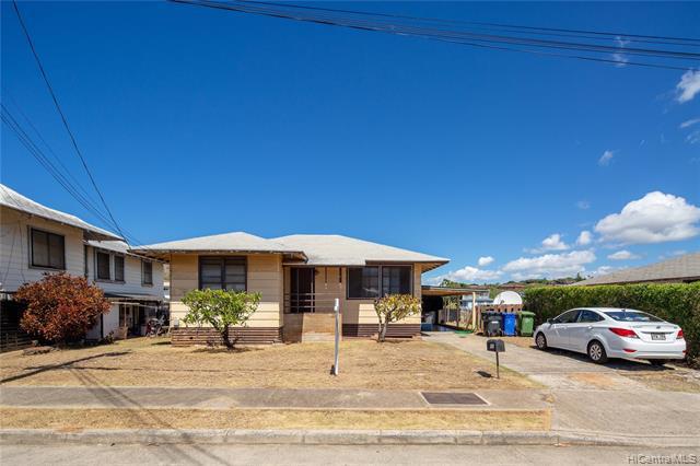Photo of home for sale at 566 Hunalewa Street, Honolulu HI