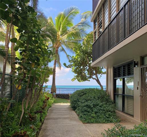 Photo of home for sale at 2987 Kalakaua Avenue, Honolulu HI