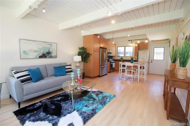 Photo of home for sale at 4910 Kilauea Avenue, Honolulu HI