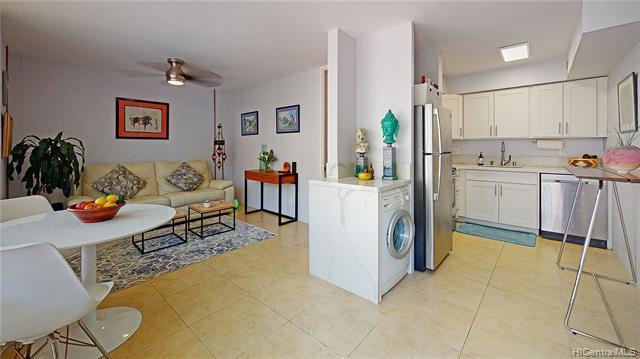 Photo of home for sale at 929 Ahana Street, Honolulu HI