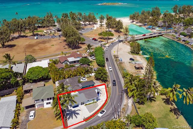 Photo of home for sale at 368 Kalaheo Avenue S, Kailua HI