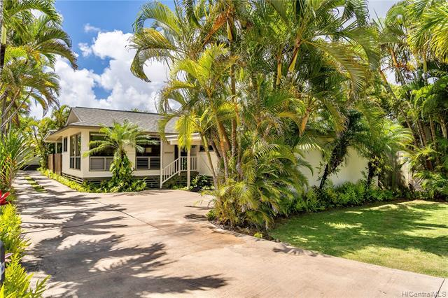 Photo of home for sale at 153 Hauoli Street, Kailua HI