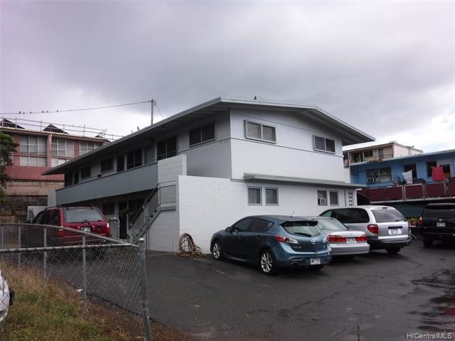 Photo of home for sale at 98-093 Lokowai Place, Aiea HI