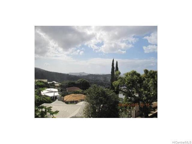 Photo of home for sale at 1385 Alewa Drive, Honolulu HI