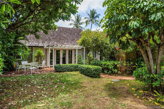 Photo of home for sale at 961 Kealaolu Avenue, Honolulu HI