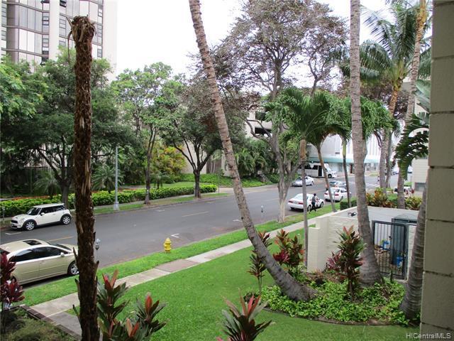 Photo of home for sale at 933 Kaheka Street, Honolulu HI