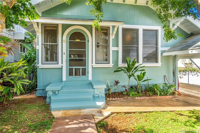 Photo of home for sale at 3633 Maunalei Avenue, Honolulu HI