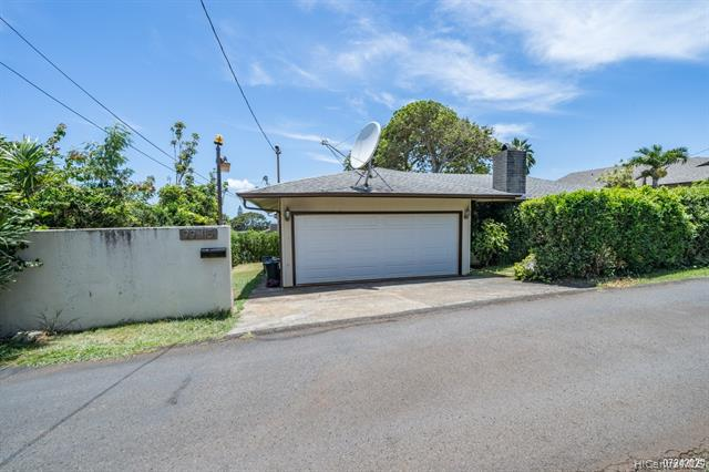 Photo of home for sale at 99-115 Heen Way, Aiea HI