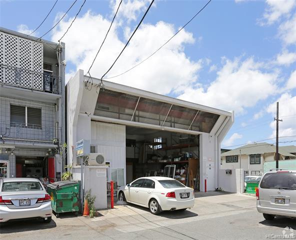 Photo of home for sale at 905 Factory Street, Honolulu HI