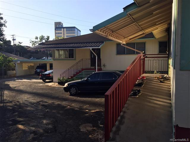 Photo of home for sale at 99-161 Pamoho Place, Aiea HI