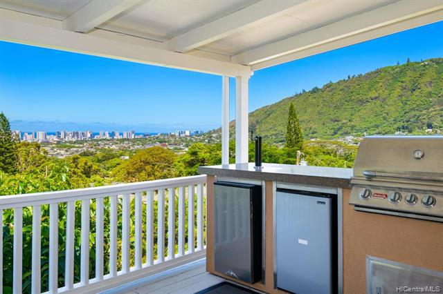Photo of home for sale at 3663 Woodlawn Drive, Honolulu HI