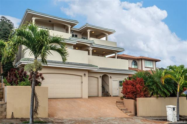 Photo of home for sale at 92-1400 Kuamu Street, Kapolei HI