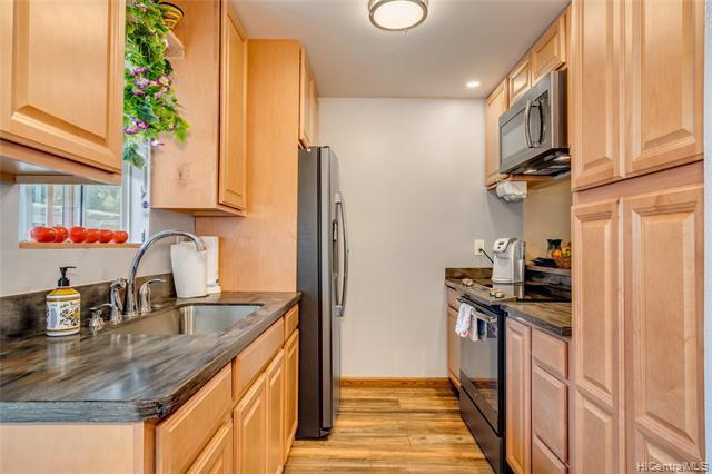 Photo of home for sale at 92-1136 Hame Street, Kapolei HI