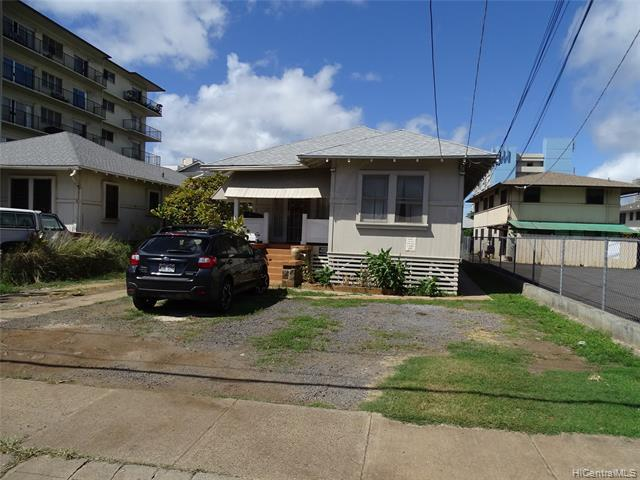Photo of home for sale at 746 Makaleka Avenue, Honolulu HI