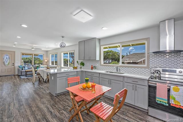Photo of home for sale at 920 16th Avenue, Honolulu HI
