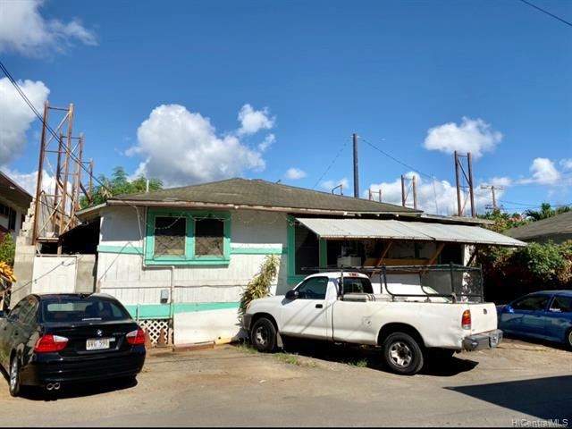 Photo of home for sale at 2108 Wilcox Lane, Honolulu HI
