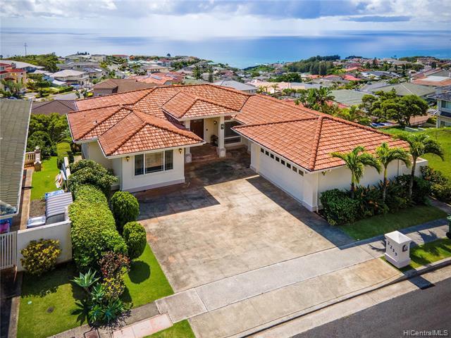 Photo of home for sale at 2239 Piimauna Street, Honolulu HI