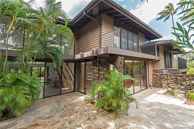 Photo of home for sale at 3022 La Pietra Circle, Honolulu HI
