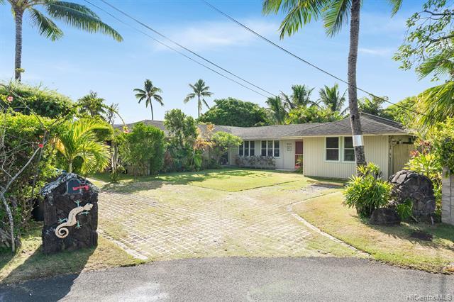 Photo of home for sale at 332 Kuukama Street, Kailua HI